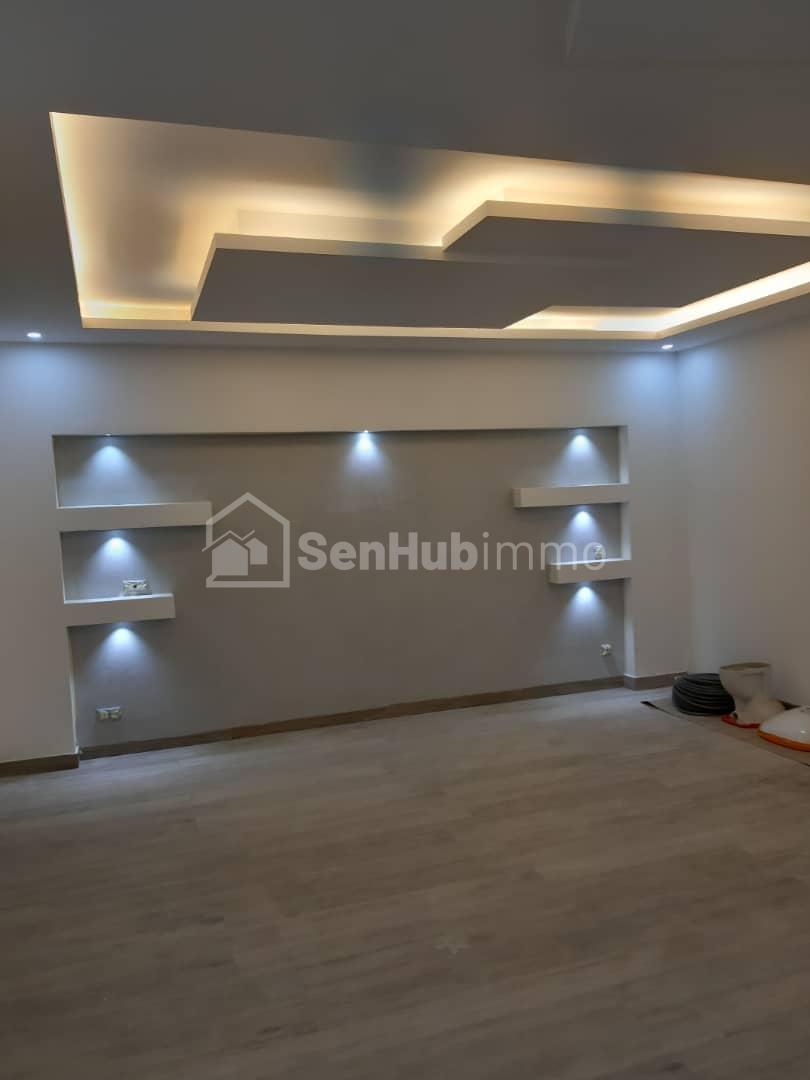 Villa R+3 à vendre aux mamelles - SenhubImmo.com