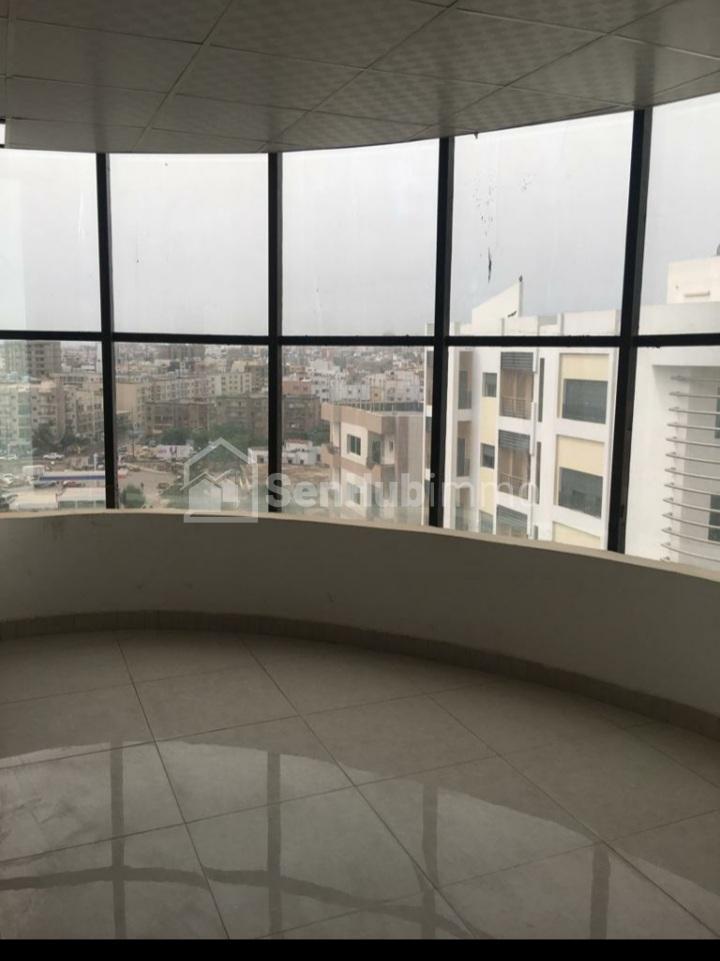 Plateaux de bureaux à louer dans un quartier résidentiel - SenhubImmo.com