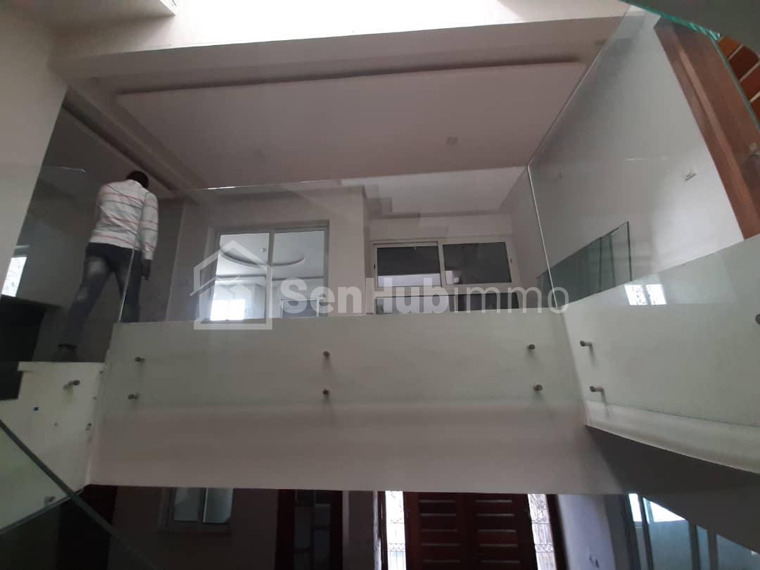 villa de haut standing à louer - SenhubImmo.com